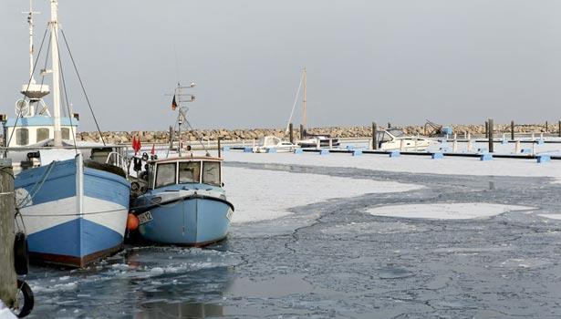 Fischerboote im Winter Bootshafen Kühlungsborn Ost