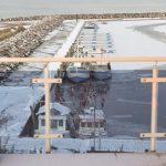 Fischerboote im Winter im Bootshafen Kühlunsgborn Ost