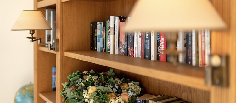Bücherregal Wohnung 4, Strandresidenz Kühlungsborn